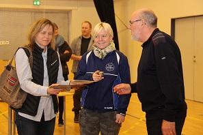 Annette og Pernille modtager Josefines pris